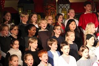 Kinder der Durlacher Singschule singen in der Stadtkirche