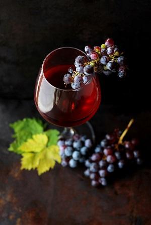 Weingls mit Trauben